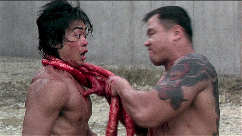 Ein Capo versucht Ricky mit seinem Darm zu erwürgen